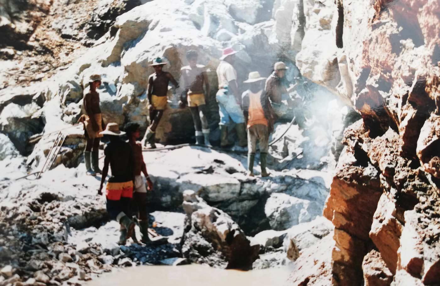 Esperienza miniere estrazione pietre preziose Roan